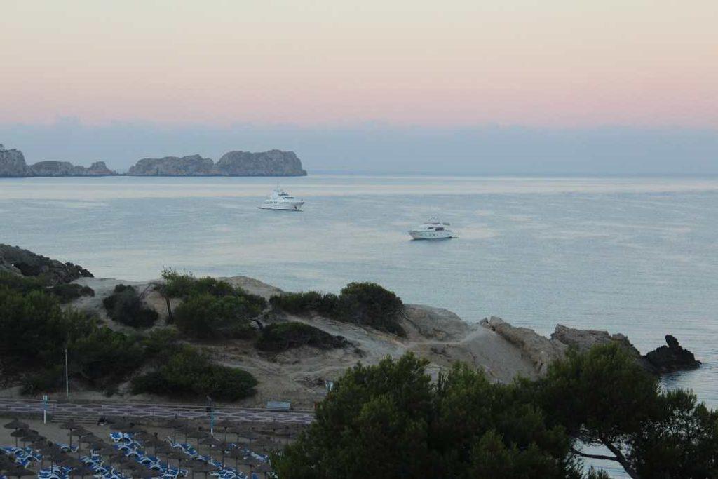 playa-la-romana-morgenstimmung-yacht