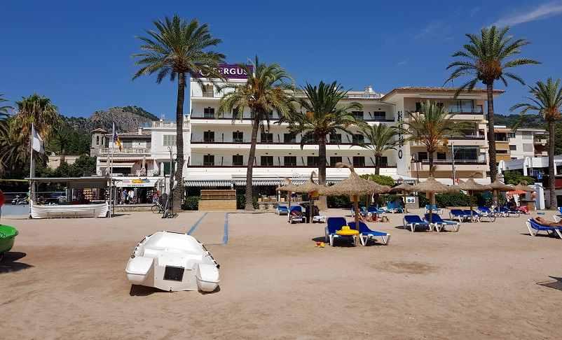 Fergus-Hotel-Port-de-Soller-vom-Strand-Playa-Soller