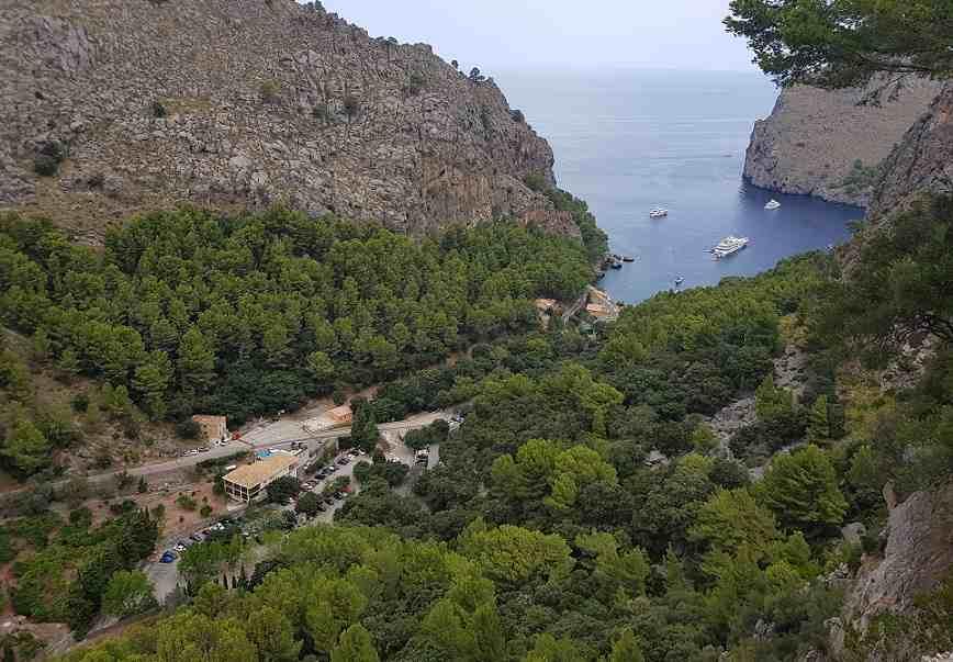 Inselrundfahrt-Mallorca-Ausblick-auf-sa-calobra