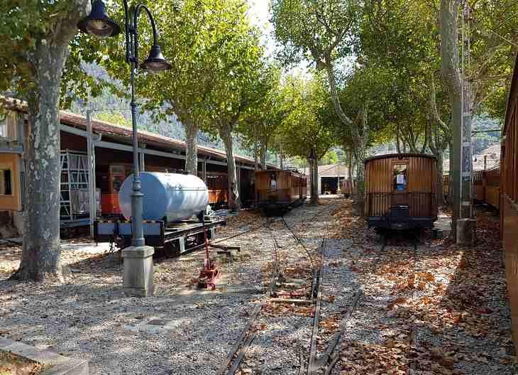 Inselrundfahrt-Mallorca-Bahnhof-Soller-Bahn-Eisenbahn-Mallorca