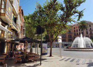 Blick-auf-den-Placa-de-la-Reina-Restaurant-Ombu-Palma-de-Mallorca