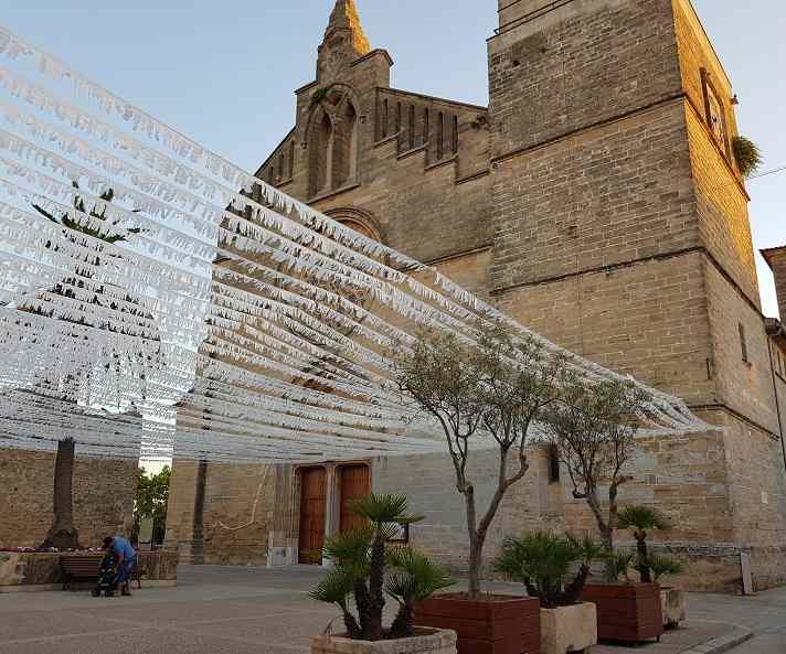 Esglesia-de-Sant-Jaume-d-Alcudia-Kirche-Ausstellung-Eingang-von-vorne