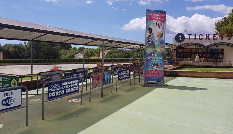 Mallorca Sehenswuerdigkeiten-Hams-Hoehlen-Eingangsbereich-Tickets-Kassa