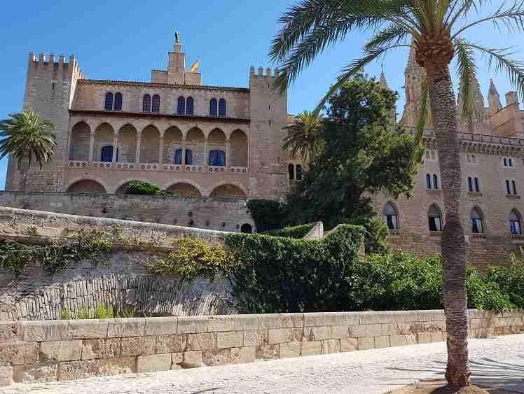Palast-der-Koenigsfamilie-Palau-reial-de-l-almudaina-palma-de-mallorca