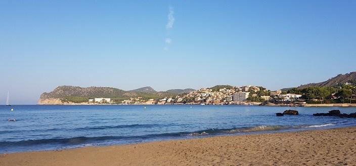 Bucht-von-Cala-Fornells-vom-Strand-La-Romana-fotografiert