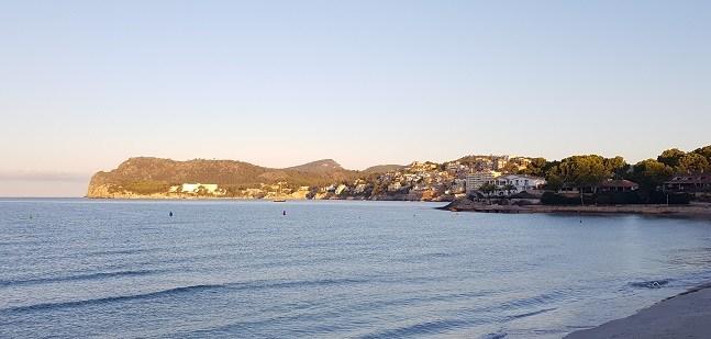 Cala-Fornells-Strand-vom-La-Romana-gesehen