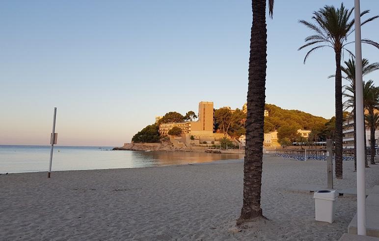 Liegeflaeche-am-Playa-Palmira-frueh-am-morgen